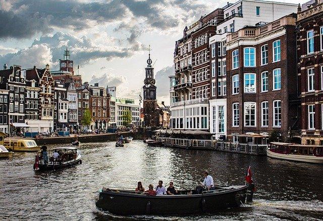 rent a sloop or boat in amsterdam