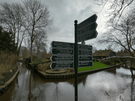 street sign on the side of giethoorn canal