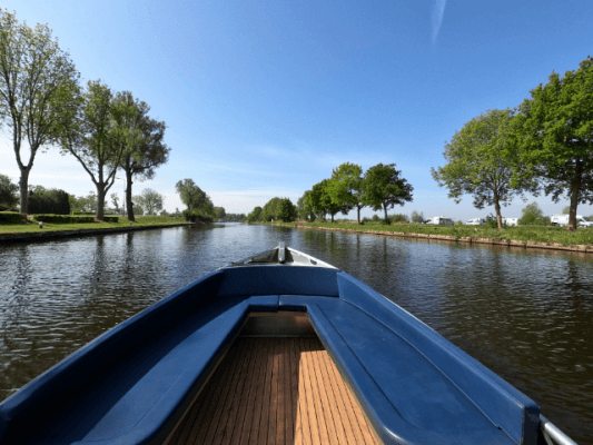 boat in giethoorn canal
