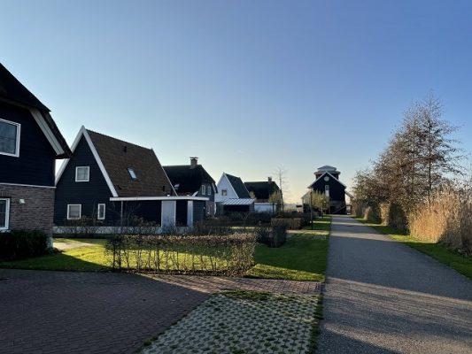 several rental options in bodelaeke giethoorn